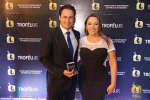 O presidente da Previsul Seguradora Renato Pedroso e a nova diretora de negócios Andreia Araújo durante o 13º Troféu JRS, ocorrido em outubro do ano passado.