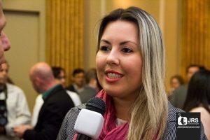 A corretora de seguros Júlia Fetter acredita num futuro onde o mercado profissional seja igualitário em oportunidades.
