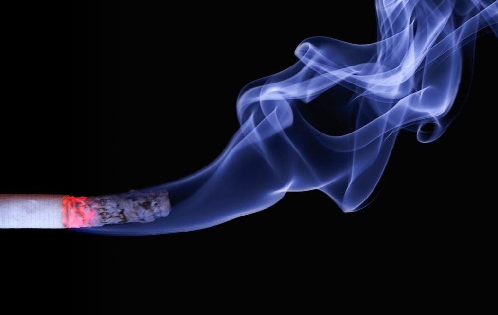 Proporção de fumantes é menor entre os que possuem plano de saúde
