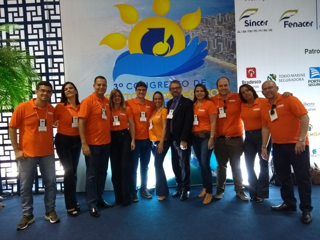 O superintendente de relacionamento Saude/Odonto PME da SulAmérica, Celso Rocha, no centro, e equipe da companhia prestigiaram o Congresso / Divulgação