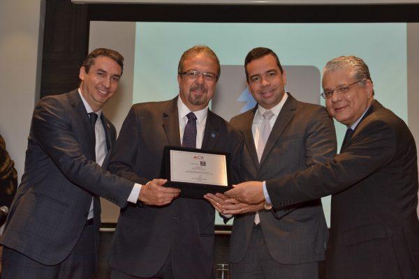 Sergio Prates (vice-presidente do CSP-MG), Ronaldo Pires (executivo da Seguros Unimed), Antônio Edmir Ribeiro (diretor Social) e João Paulo Mello (presidente do Clube) / Foto: Clóvis Campos