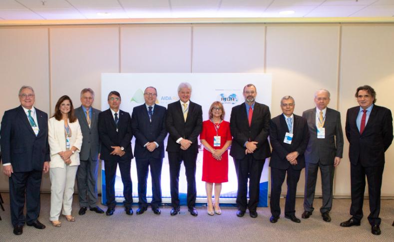 Lideranças do setor de seguros, autoridades e representantes da AIDA na abertura do AIDA Rio 2018