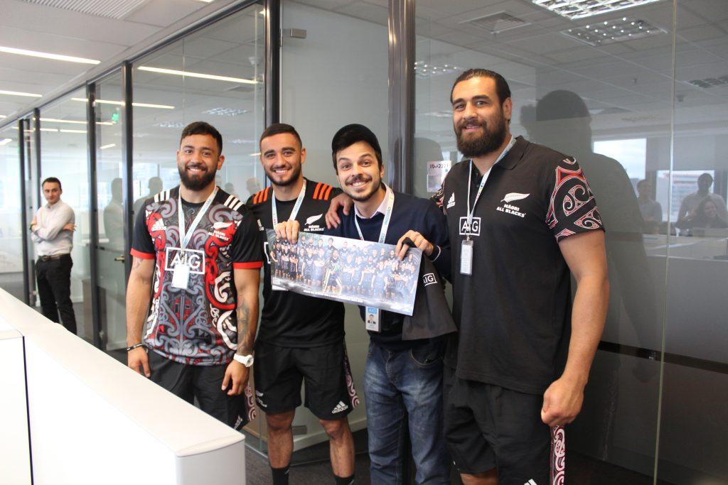 Jogadores All Blacks Maori visitam escritório da AIG Seguros, em São Paulo