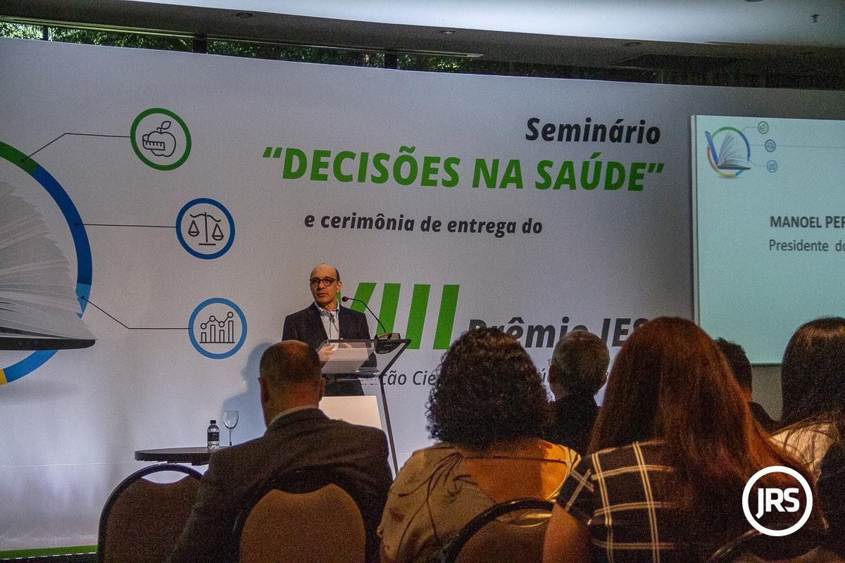 Manoel Peres é presidente do IESS e discursou na abertura da cerimônia