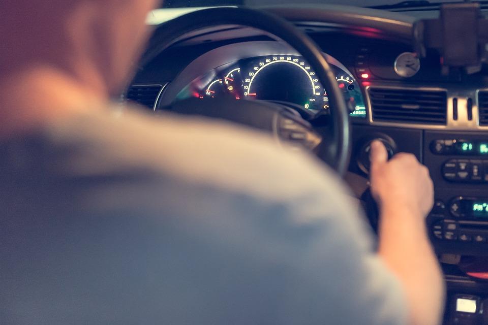 Preço do seguro auto para homens sobe em média 27,08% neste mês