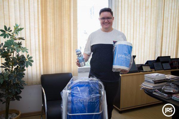Verão Super Seguro entrega kit verão da Previsul Seguradora