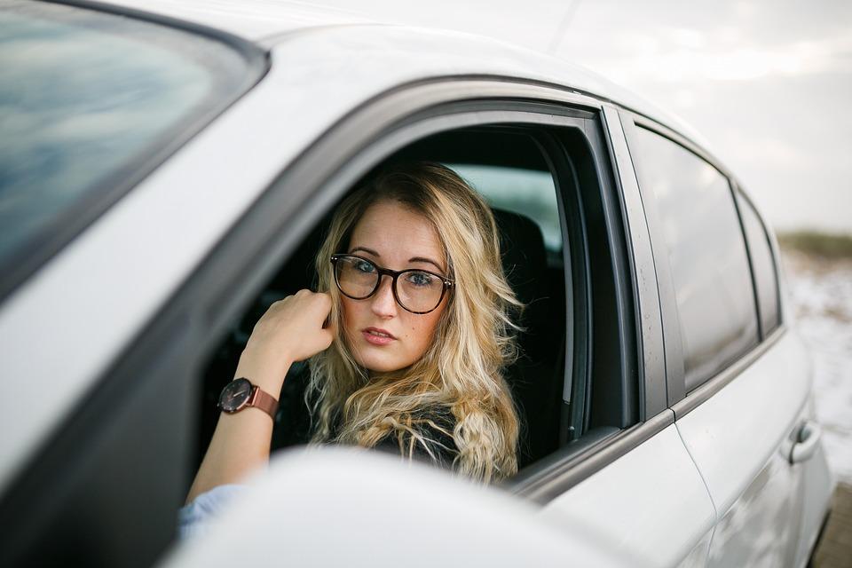 Seguro auto para mulheres sobe em média 20,5%
