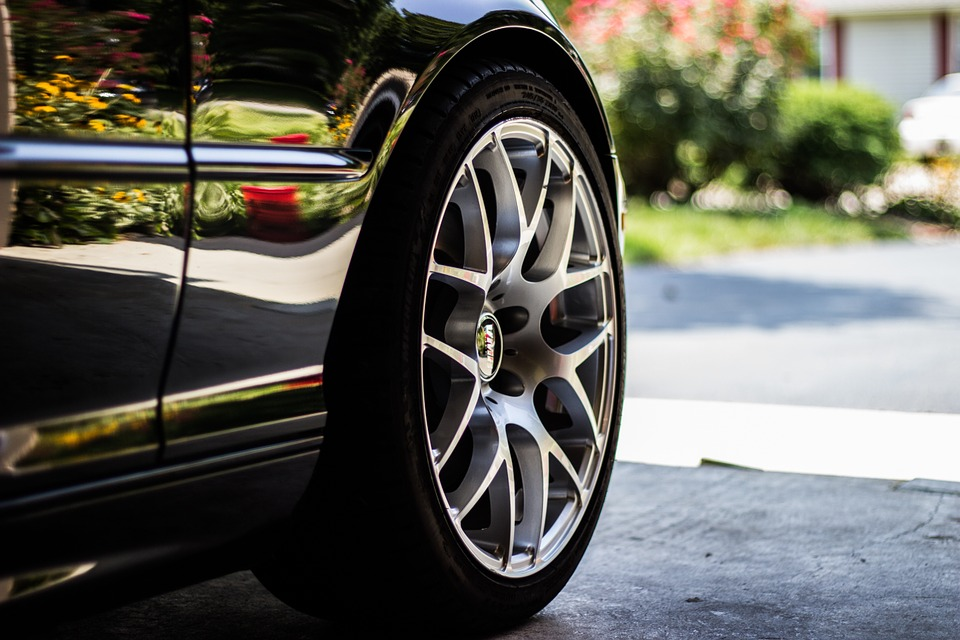 Liberty lança cobertura de pneus, rodas e suspensão para clientes de seguros auto