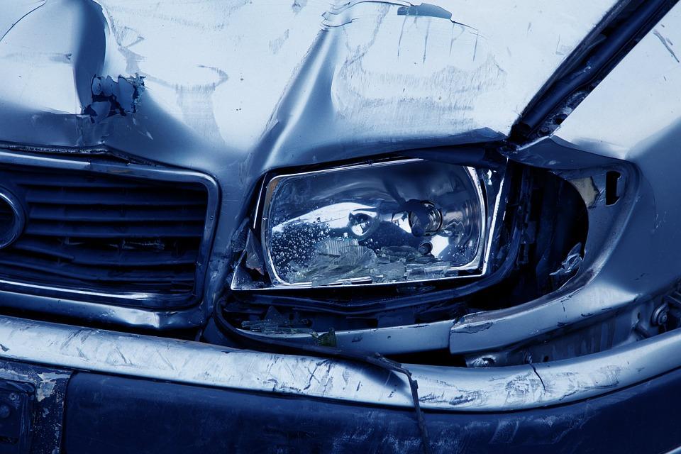 Maioria dos acidentes de carro acontecem no período da tarde