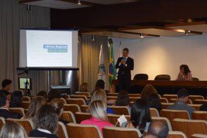 O diretor Rogério Scarabel fez a abertura da oficina e prestou orientações aos presentes / Divulgação