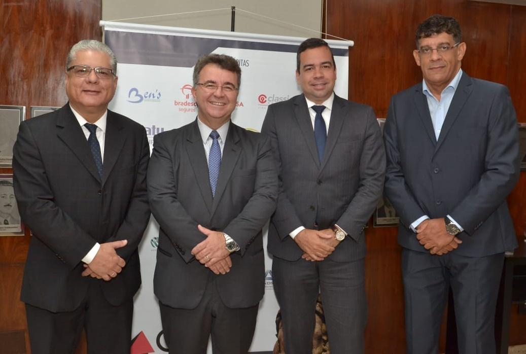 João Paulo Moreira de Mello (presidente do CSP-MG), Jorge Nasser (presidente da FenaPrevi) e os diretores do Clube Antônio Edmir Ribeiro e Mauricio Tadeu Barros Morais