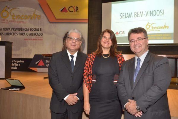 João Paulo Mello (CSP-MG), Nívea Barros (Escola Nacional de Seguros) e Jorge Nasser (FenaPrevi)