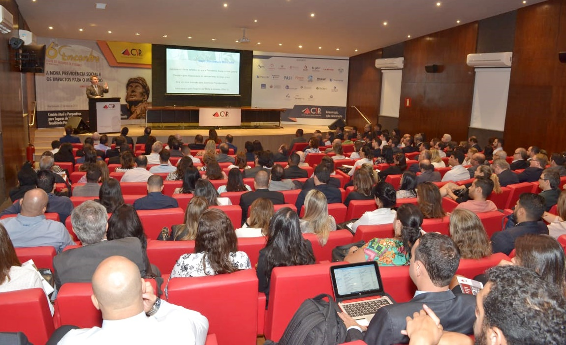 Público lotou o auditório da ACMinas para o debate sobre a reforma da Previdência