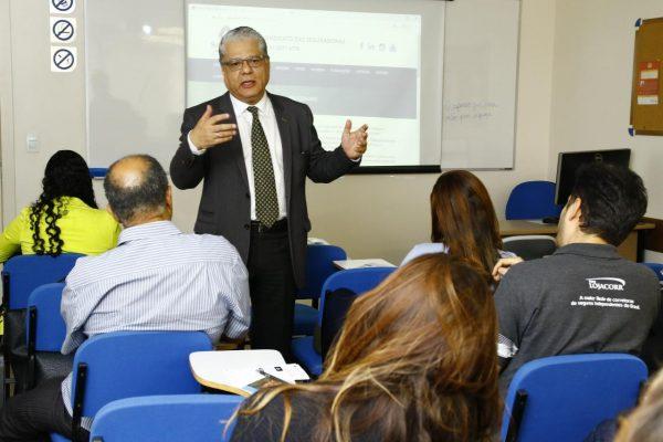 João Paulo Moreira de Mello (presidente do CSP-MG) faz a abertura do evento