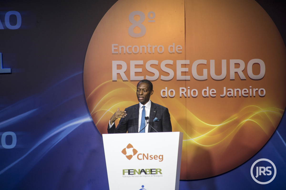 Moses Ojeisekhoba é CEO Reinsurance da Swiss Re / William Anthony