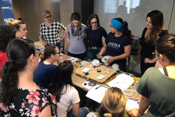 Mulheres participam da 2ª Oficina de Elétrica Básica no RS