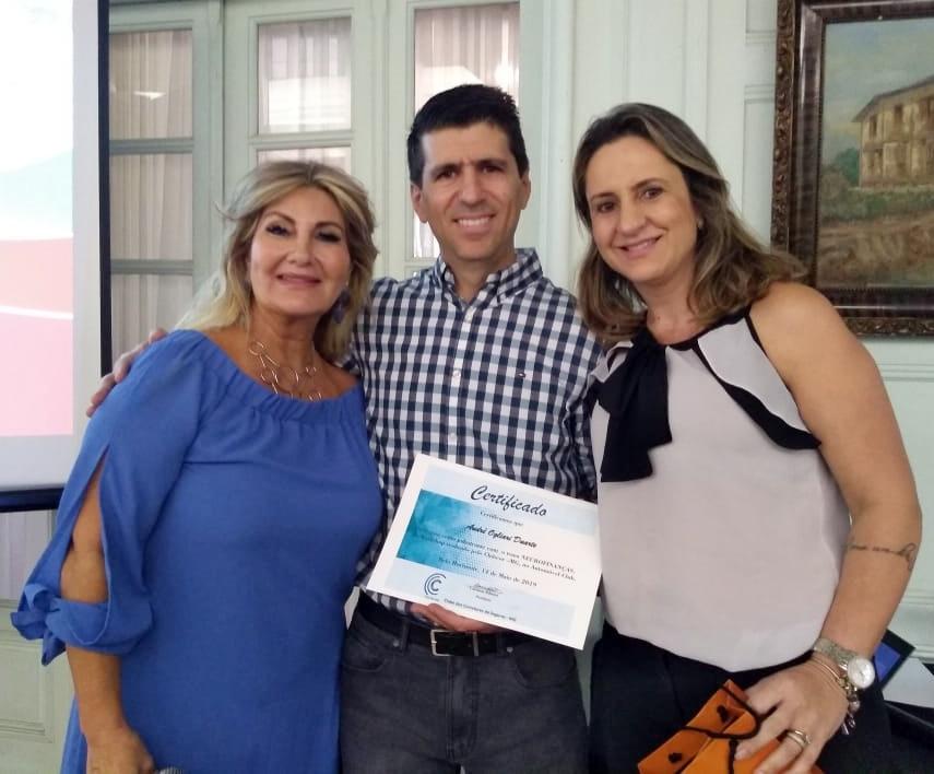 Carmem Ribeiro (presidente do Clubcor-MG), palestrante André Duarte (CFO da Rede Lojacorr) e Janaina Luz (diretora Social do Clube) / Divulgação