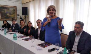 """Presidente Carmem Ribeiro faz abertura do evento: """"nosso objetivo é levar informações de qualidade para os corretores"""" / Divulgação"""