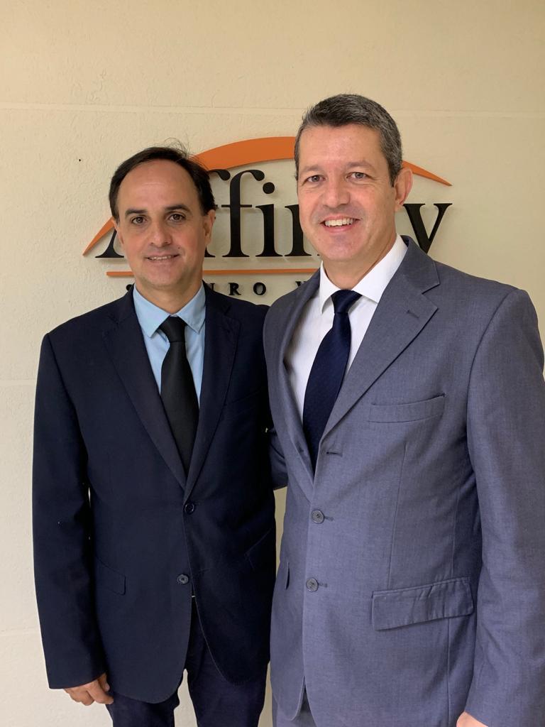 O gerente Wilson Ramos e o novo executivo de contas da Affinity Seguros, Ricardo Astorino / Divulgação