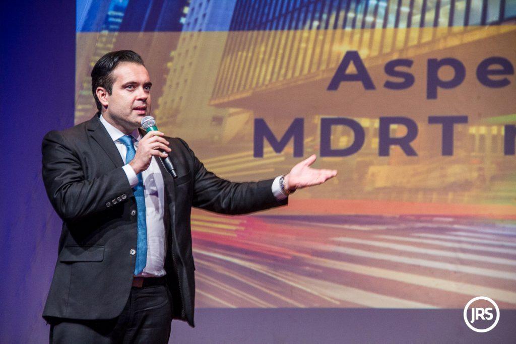 Brasileiro lança obra no maior evento do mercado financeiro e securitário do mundo