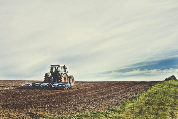 AIG Seguros amplia atuação no setor agro com coberturas a maquinário agrícola