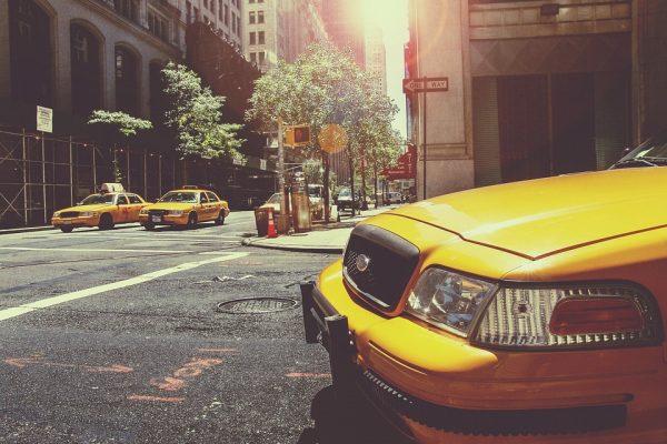 88i fecha parceria com aplicativo Vá de Táxi para seguro de celulares de taxistas