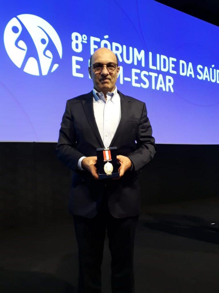 Presidente da Bradesco Saúde recebe prêmio durante 8º Fórum LIDE da Saúde e Bem-Estar