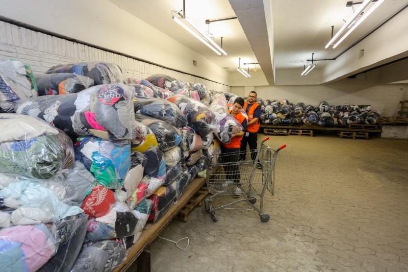 Preferencialmente, é pedida a doação de roupas infantis, tanto de bebês como de crianças maiores / Foto: Felipe Dalla Valle (Palácio Piratini)
