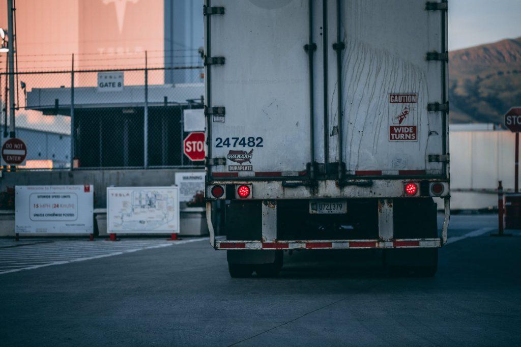 Seguro para caminhão: especialista lista principais coberturas