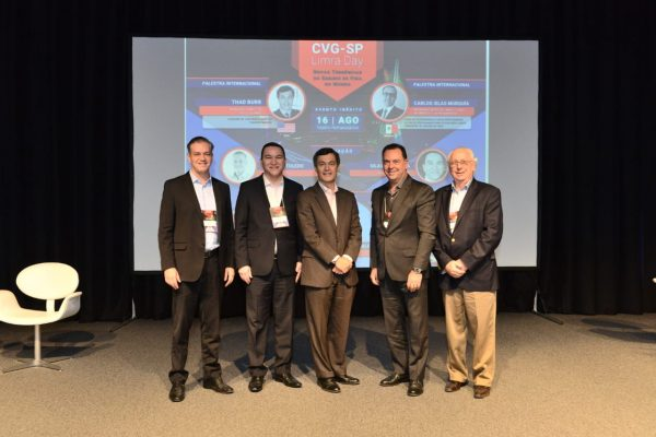 Palestrante e debatedores do painel 1: Gustavo Toledo, Silas Kasahaya, Thad Burr, Alexandre Camillo e Ronald Kaufmann / Divulgação