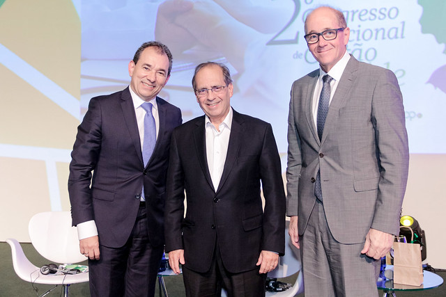 Helton Freitas, presidente da Seguros Unimed, Orestes Pullin, presidente da Unimed do Brasil, e Alexandre Ruschi Filho, presidente da Central Nacional Unimed / Divulgação