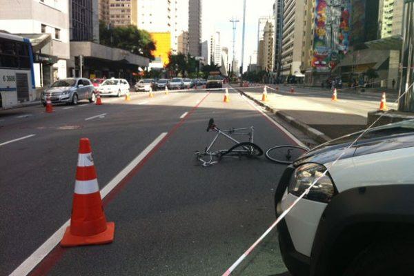 Ciclista que perdeu o braço em acidente ganha apoio de seguradora