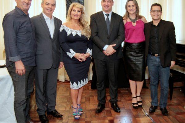 Membros da diretoria do Clubcor-MG com o palestrante Robson Silveira / Fotos: Adaisson Oscar