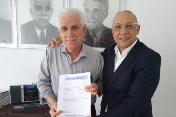 Paulo Motta, presidente do Sindilojas/BA, e Fausto Dórea, presidente do CSB, regional Norte e Nordeste da Sudaseg Seguradora de Danos e Pessoas e da Sudamerica Vida / Divulgação