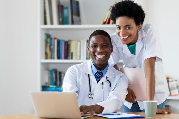 IESS indica que cadeia de saúde está empregando mais, apesar da redução de beneficiários