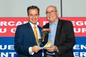 Leonardo Neustadt, Superintendente Comercial Nacional do GBOEX (esquerda) e Evaldir Barboza de Paula, mentor do Clube dos Corretores de Seguros de São Paulo (direita) / Divulgação