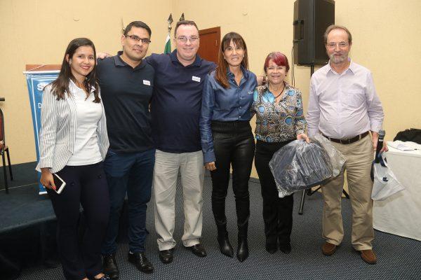 A diretora Comercial da SulAmérica no Rio de Janeiro e Espírito Santo, Solange Zaquem (quarta da esquerda para a direita), participa do Serra Debate / Foto: Oliveira Júnior