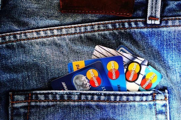 Consumidores brasileiros são os que mais usam cartão de crédito na América Latina