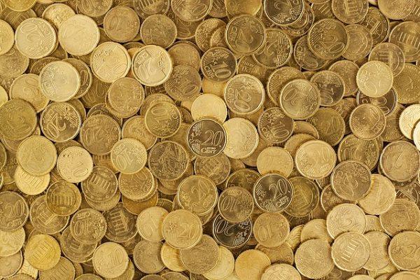 """Falta de previsão e """"muito mês para pouca renda"""" descontrolam finanças, diz pesquisa"""