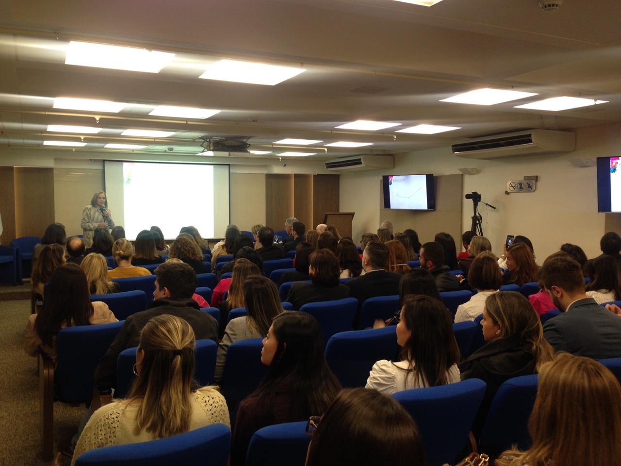 Auditório da Escola Nacional de Seguros em São Paulo ficou lotado