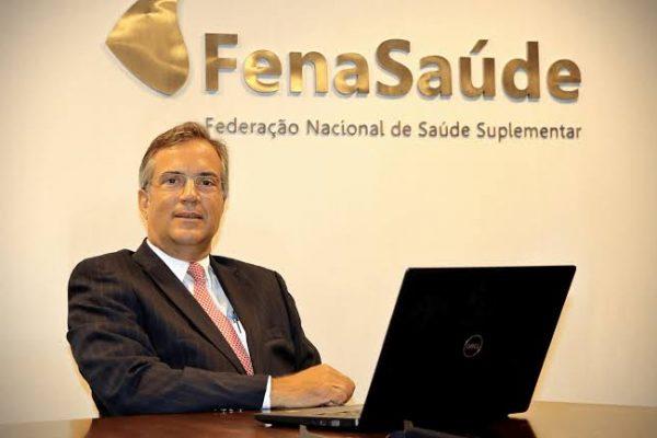 Presidente da FenaSaúde participa de seminário do CSP-MG