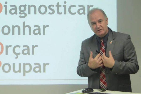 Porto Alegre sem dívidas: cidade recebe maior especialista de educação financeira do Brasil