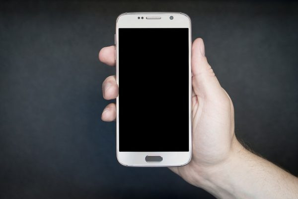 Geração Y é a que mais se preocupa com seus smartphones e os enxerga como um patrimônio a ser preservado