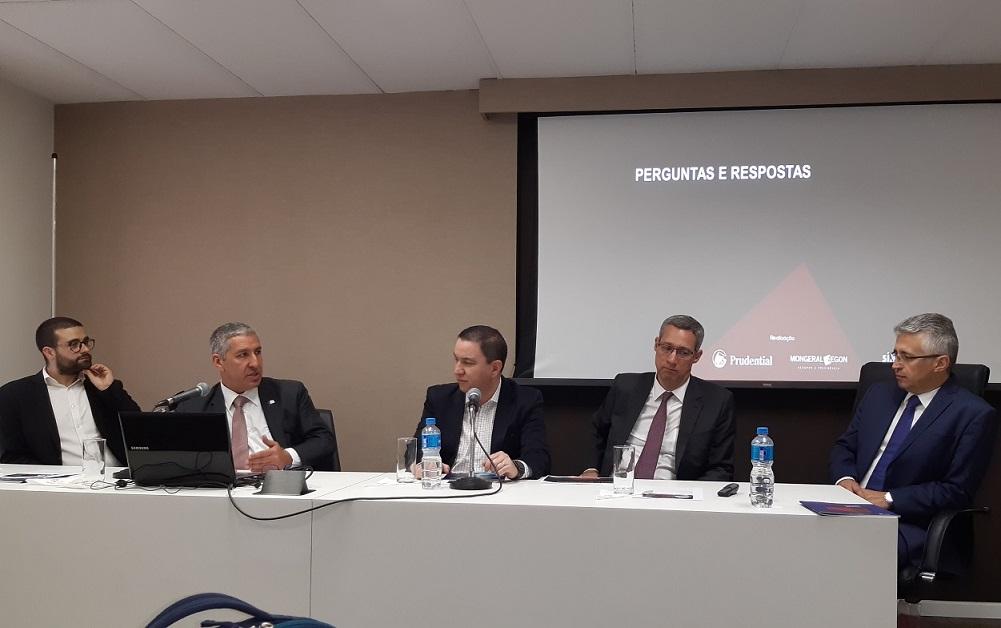 Mesa de debates foi composta por Marcos Barros, Carlos Guerra, Silas Kasahaya, Luis Felipe Maciel e Marcio Batistuti / Divulgação