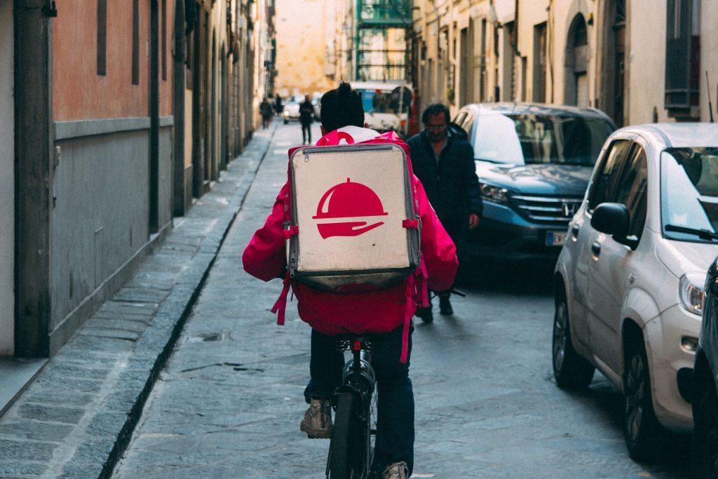 Projeto de Lei pretende obrigar entregadores de plataformas a terem placa vermelha em SP