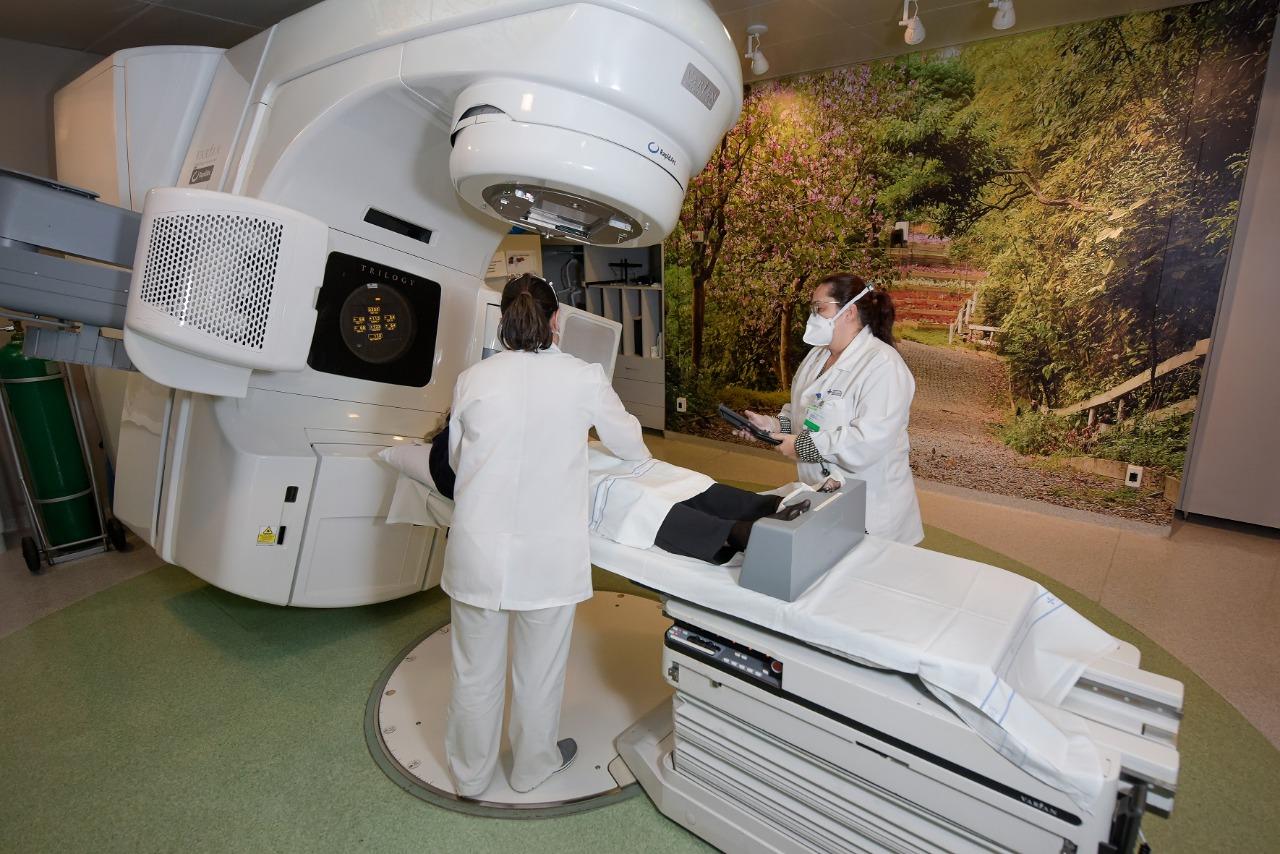 Centro de Oncologia do Hospital São Lucas recebe novo aparelho de radioterapia
