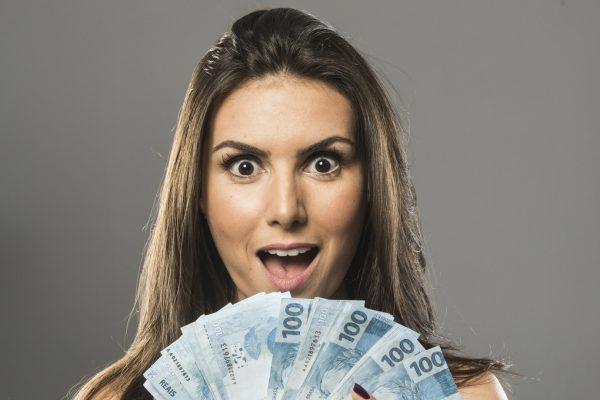 Nathalia Arcuri é especialista em finanças e fundadora da plataforma de entretenimento financeiro Me Poupe! / Reprodução