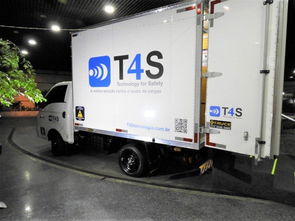 Para evitar roubo de cargas, sistema de proteção dá choque em criminosos