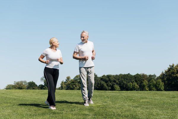 Praticar exercícios após os 50 anos traz inúmeros benefícios, alerta médico