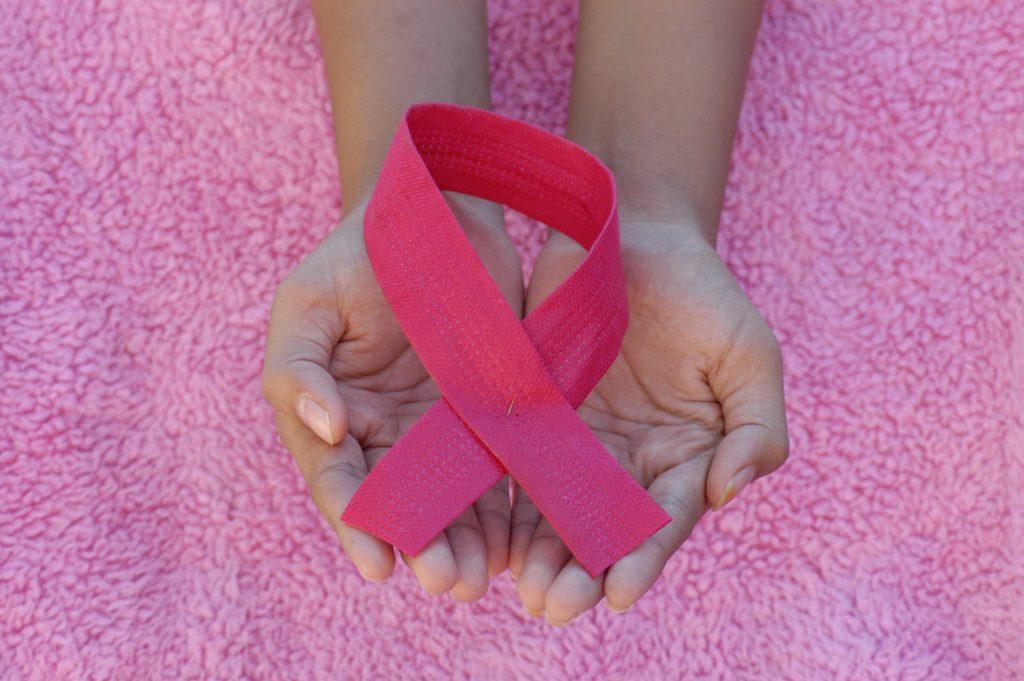 Bradesco Saúde alerta para a importância da mamografia contra o câncer na Campanha Outubro Rosa